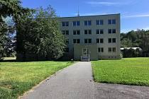 V bývalé ubytovně je 34 bytů. Všechny jsou obsazené a nájemníci mají i výtah.