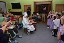 Třetí den oslav pátého výročí založení Domova matky Vojtěchy měly v režii malé baletky ze ZUŠ a klienti domova pod vedením Olgy Pilátové a J. Dobřanské.