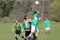 Záblatští fotbalisté (zelené dresy) doma s Chelčicemi pouze remizovali 1:1.