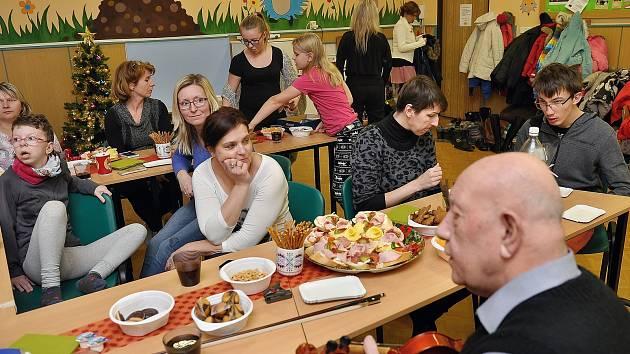 Vánoční besídka, kterou pořádal Spolek vůle pro děti z Vimperska a okolí.