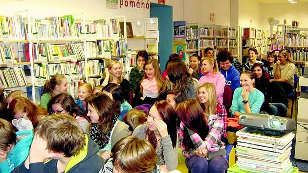 V knihovně se hovořilo o americké kultuře.
