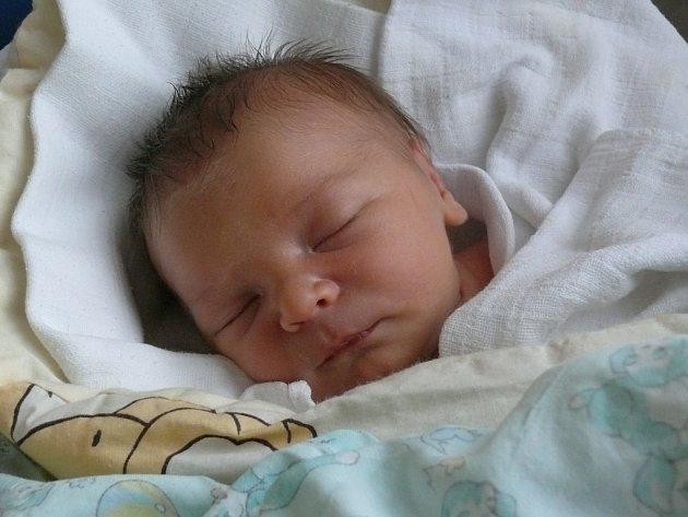 Jan Šíma se v prachatické porodnici narodil v pondělí 28. listopadu v 17.37 hodin rodičům Janě a Janovi. Vážil 3660 gramů a měřil rovných padesát centimetrů. Malý Honzík bude vyrůstat v Prachaticích.