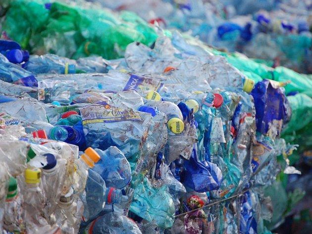 Plasty patří k nejčastěji tříděnému druhu komunálního odpadu. Nový sběrný dvůr v Prachaticích nabízí možnosti k dalšímu třídění hlavně objemného komunálního odpadu. . Ilustrační foto