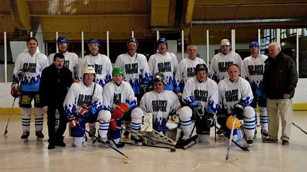 Old boys Vimperk vyhráli turnaj ve Strakonicích.
