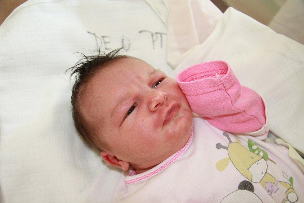NATÁLIE MAYEROVÁ, PRACHATICE. Narodila se v úterý 3. září ve 2 hodiny a 10 minut v prachatické porodnici. Vážila 3770 gramů. Rodiče: Zdeňka Jouklová a Jan Mayer.