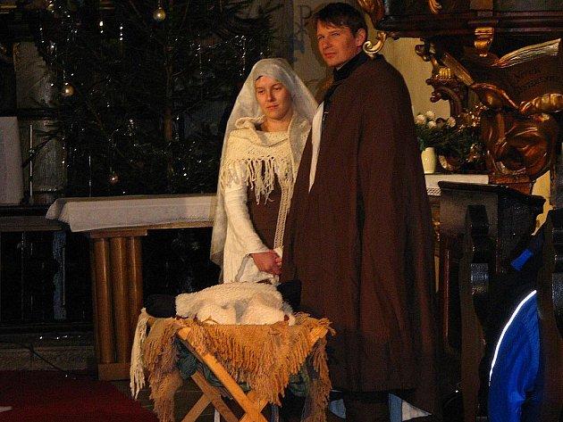 Živý betlém v kostele Nanebevzetí Panny Marie v Netolicích.