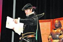 Vimperští školáci se učili historii v divadle.