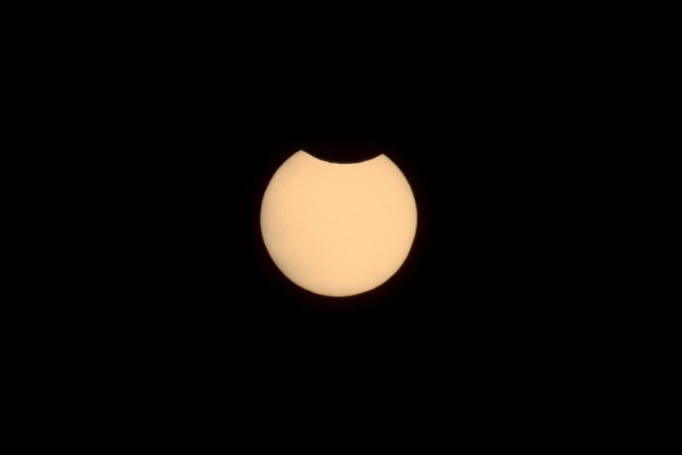 Částečné zatmění slunce z šumavského Zdíkova.