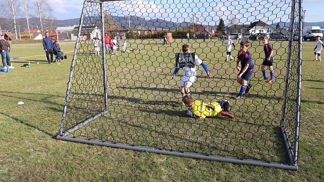 Pokračovaly okresní fotbalové soutěže mládeže.