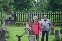 Hřbitov na Knížecích Pláních byl dlouho za železnou oponou. Nyní se na konci června koná setkání rodáků.