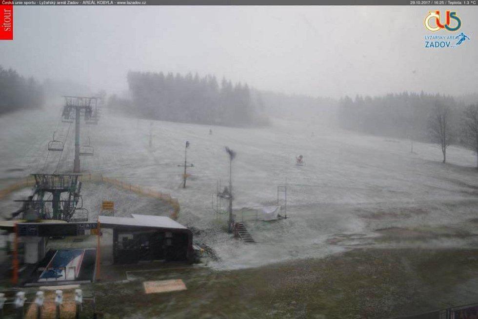 Na Šumavě začíná sněžit.