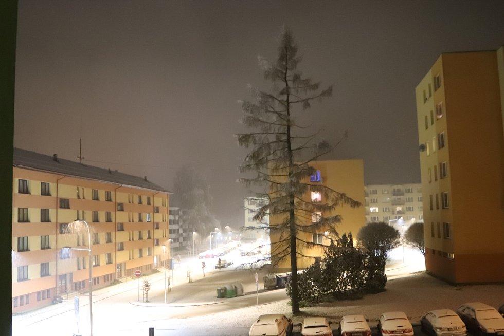 První sníh ve Volarech v úterý 12. listopadu v půl deváté večer.