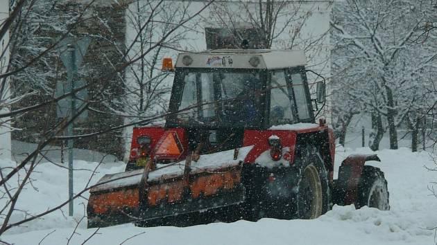 Zimní údržbu komplikuje takzvaný chodníkový zákon.