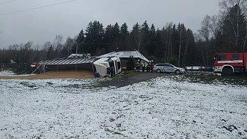 Nehoda kamionu uZátoně.