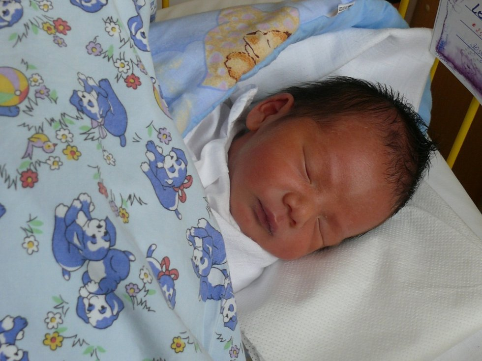 Quoc Cuong Le ze Čkyně se narodil v prachatické porodnici v pátek 25. ledna v 09.32 hodin. Při narození vážil 3050 gramů a měřil 48 centimetrů.
