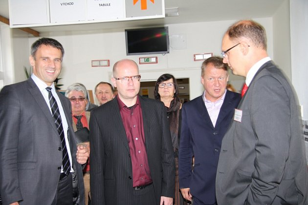 Předseda vlády Bohuslav Sobotka, ministr zdravotnictví Svatopluk Němeček a hejtman Jihočeského kraje Jiří Zimola navštívili v sobotu prachatickou nemocnici.