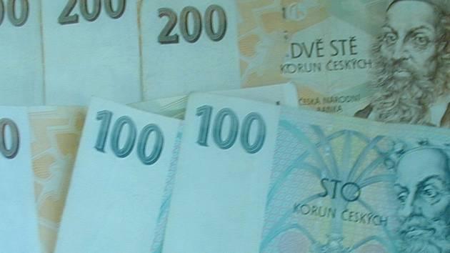 Žena se pokoušela zaplatit převod motorového vozidla falešnou bankovkou. Ilustrační foto.