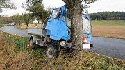 Nehoda multikáry u Vrbice měla vážné následky pro řidiče.