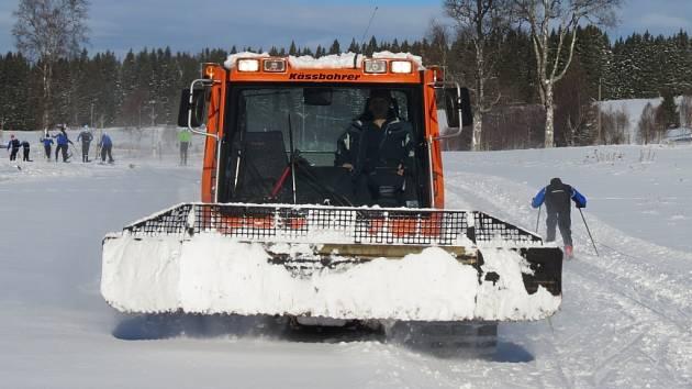 Podobně upravené trasy pro běžkaře, do jakých mohou vjet zájemci o zimní turistiku ve výše položených lokalitách Šumavy, si mohou jižněji položené obce nechat většinou jen zdát.