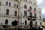 Netolická radnice, na které je někdo trestně odpovědný za promlčení sedmadvaceti přestupků.