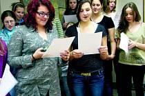 Koledy budou předszpívávat studentky VOŠ Prachatice.
