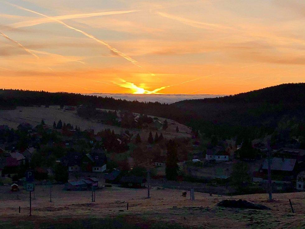 Svítání na Kvildsku na Šumavě.