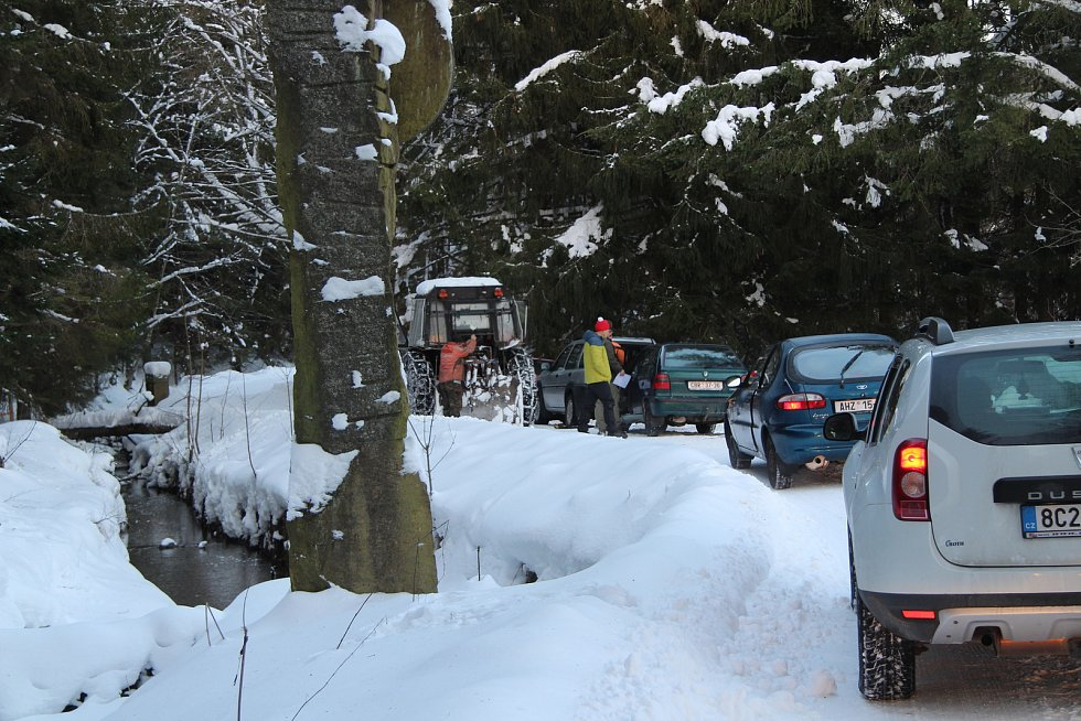 Cesta na bývalou pohraniční rotu na Klápě u Nové Pece.