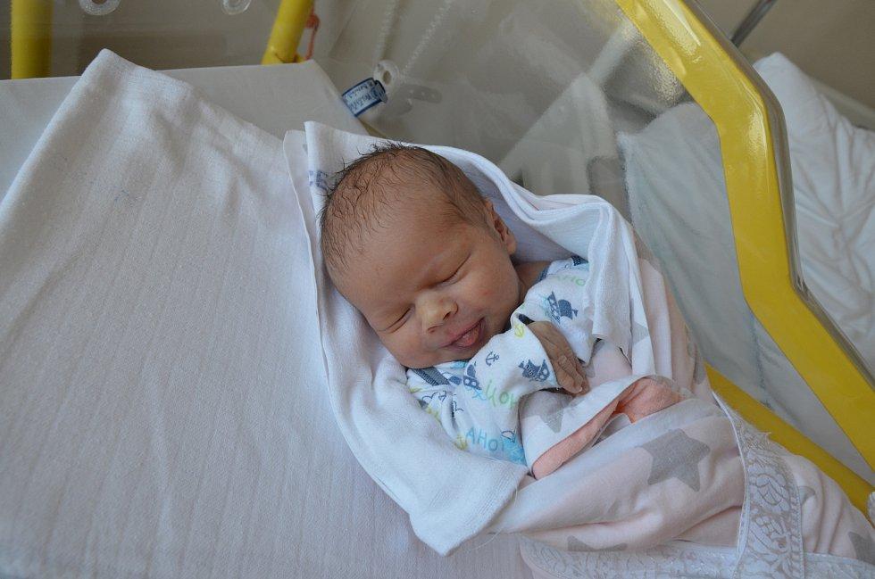 MAREK DOMINIK VOLŠIČKA, PRACHATICE. Narodil 27. června v 1 hodinu 8 minut v písecké porodnici. Vážil 3200 gramů a měřil 50 cm. Má brášku Martina Dominika (8). Rodiče: Zuzana a Martin Volšičkovi.