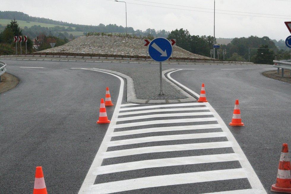 Kolaudace kruhové křižovatky v Těšovicích.