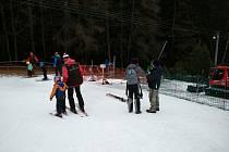 Lyžařský areál na Kubově Huti je na lyžaře připraven.