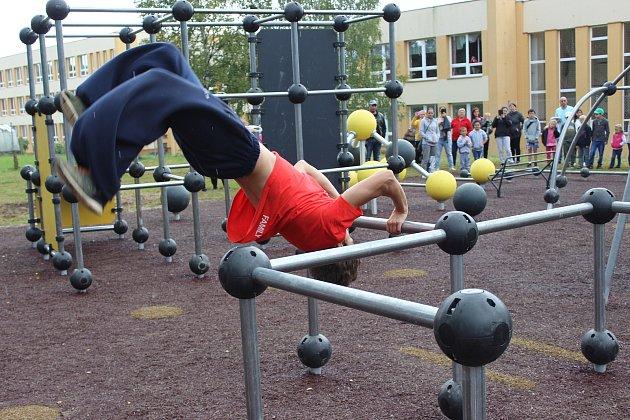 Veřejné parkourové hřiště otevřeli vpondělí 4.září ve Volarech.