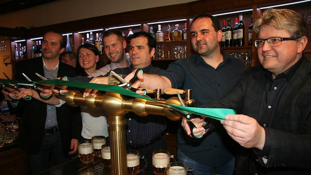 Křest nové Almary v Prachaticicích, kde pivo teče z tanků.