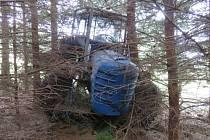 U Žárovné došlo k nehodě, kdy řidič vypadl z traktoru a ten jej následně přejel.