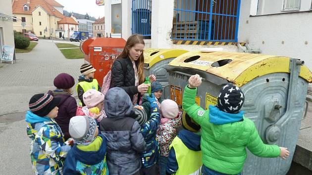 Děti z MŠ Zahradní vědí, jak mají třídit odpad.