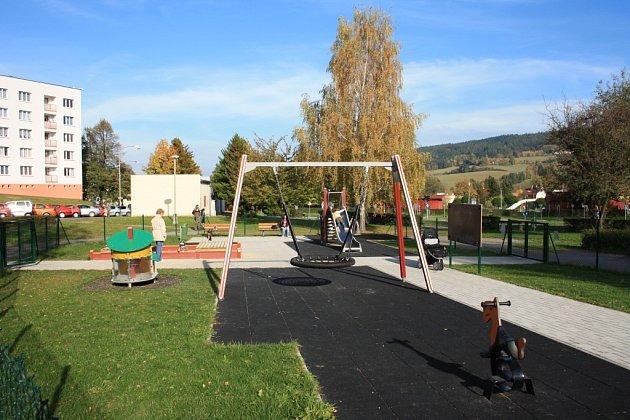 V blízkosti dětského hřiště v parku Mládí v Prachaticích by mohla vzniknout i plocha pro hokejbal a bruslení. Definitivní rozhodnutí by mohlo padnout v dubnu.