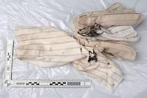 U těla zavražděného muže kriminalisté nalezli při ohledávání místa činu několik utěrek, které mohou mít s vraždou muže spojitost.
