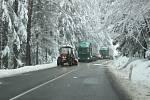 Po ranním kalamitním stavu silničáři zvládli v dalších hodinách upravit silnici z Prachatic na Volary a dál sjízdnou.