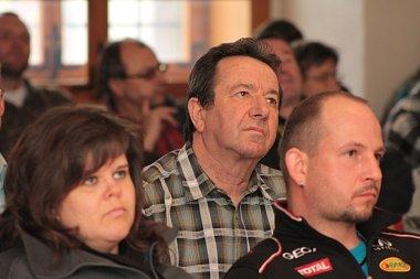 Petici odpůrců výstavby plochy pro hokejbal v Prachaticích střídá petice za její výstavbu.