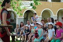 Nedělní prázdninové pohádky na zámku mají ve Vimperku letitou tradici.
