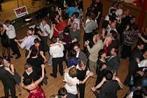 Ples k desátým narozeninám tanečního orchestru Top Band Prachatice.