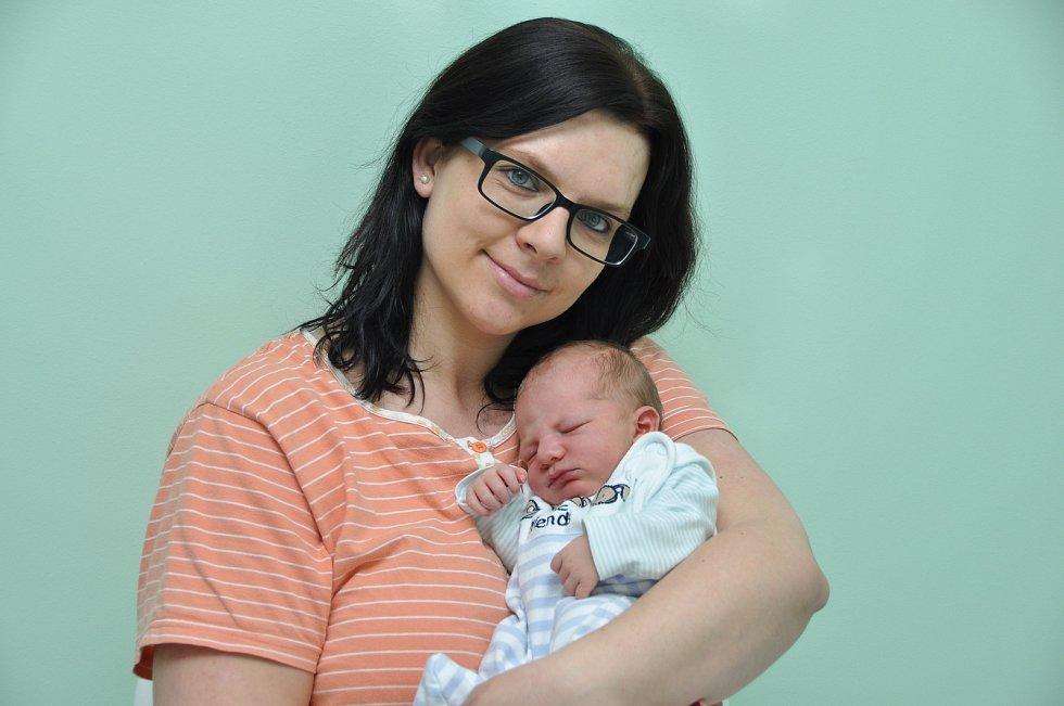 Do Čkyně si rodiče ze strakonické porodnice odvezli druhé dítě. Chlapeček Michal Šmolík se jim narodil ve čtvrtek 15. února ve 4 hodiny a 33 minut ráno a vážil 3130 gramů. Doma na malého brášku netrpělivě čekala šestiletá sestřička Valerie.