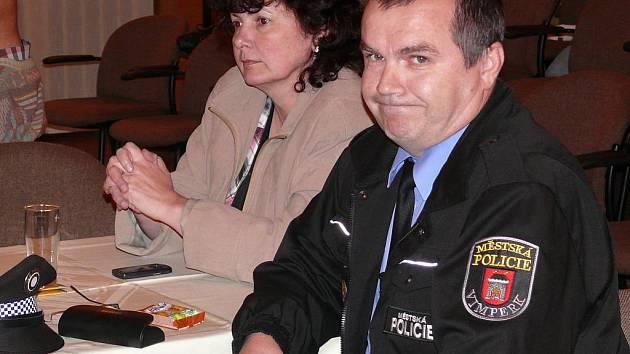 Už v červnu, kdy se na zastupitelstvu Vimperku projednávala nová obecně závazná vyhláška o veřejném pořádku, musel činnost městské policie obhajovat její vrchní strážník Pavel Dub. Více než po půl roce budou zastupitelé projednávat městskou policii znovu.