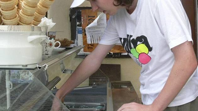 PENÍZE NAVÍC.  Studenti mají v létě jedinečnou možnost, jak zvýšit svůj rozpočet. Také Jan Ludačka využil prázdniny k tomu, aby si přivydělal.