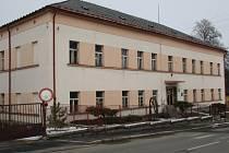 Budovu bývalé Základní školy praktické v ulici 1. máje by její vlastník rád směnil s městem Vimperk za bývalou městskou knihovnu.