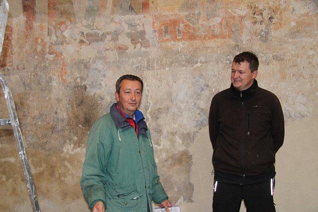 Marek Parkman a Jindřich Vágner spolu jako archeologové vPrachatickém muzeu pracují od roku 2014.Marek sbírá zkušenosti už od roku 1995.