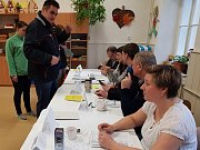 Vimperk okrsek 1. Zatím přišlo 31 procent voličů a účast je nižší, než při parlamentních volbách.