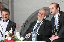 Ve čtvrtek 2. června 2016 navštívil v rámci své návštěvy Jihočeského kraje prezident ČR Miloš Zeman také Prachatice. Po obědě a setkání se zástupci místních samospráv následovalo i tradiční setkání s občany.