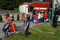 Děti strávily dopoledne s hasiči.