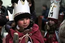 Od druhého ledna začala i na Prachaticku Tříkrálová sbírka. Koledníkům požehnali včera také při dětské mši v kostele svatého Jakuba v Prachaticích.