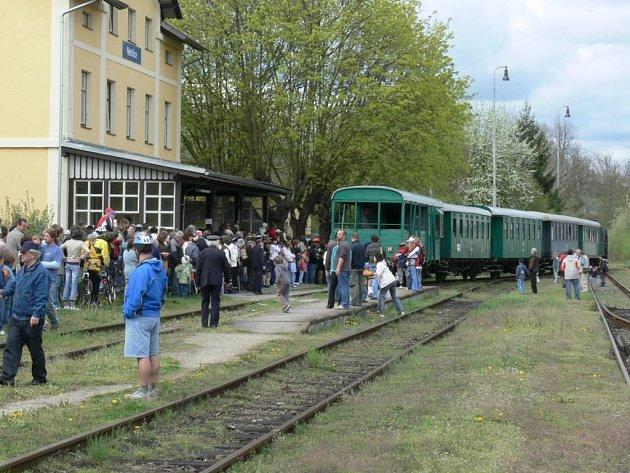 Na zhruba hodinu omezily včera České dráhy provoz na Prachaticku